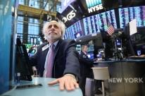 Bolsas norte-americanas se recuperam de tombo e voltam a subir