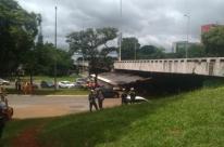Parte de viaduto de eixo rodoviário desaba em Brasília