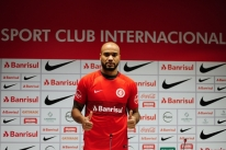 Rodrigo Moledo finalmente é apresentado como reforço colorado