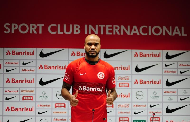 Aos 30 anos, zagueiro chega para sua terceira passagem pelo Beira-Rio