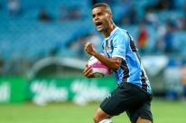 Grêmio vence e tira a corda do pescoço no Gauchão