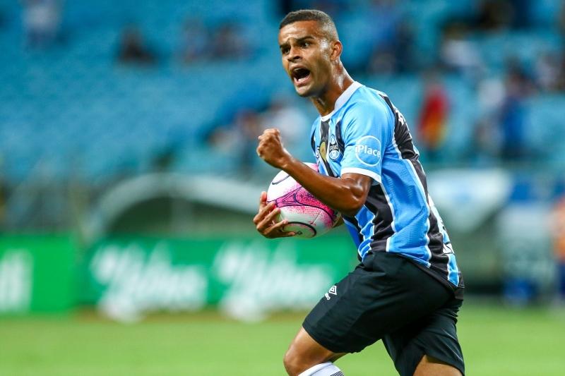 Alisson mudou o panorama do jogo no segundo tempo e marcou o gol de empate