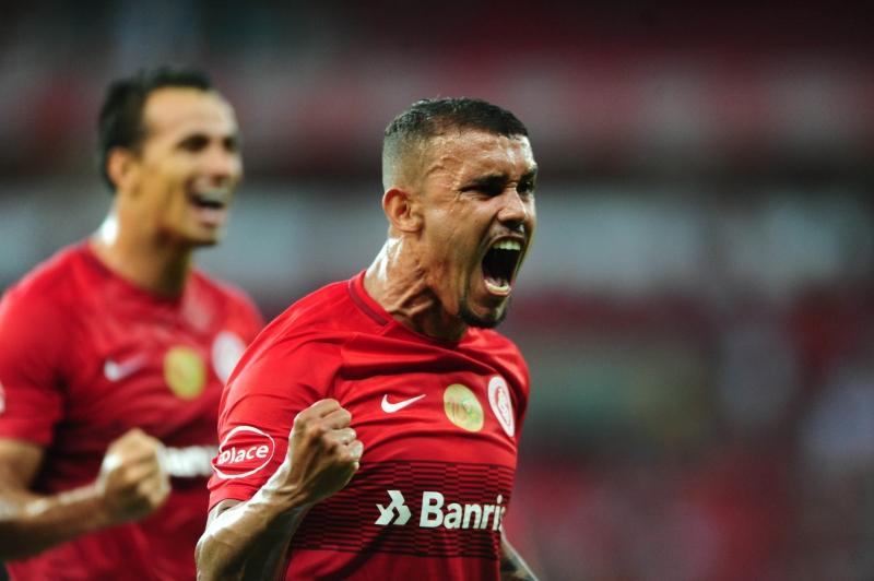 Pottker marcou duas vezes na goleada colorada no Beira-Rio