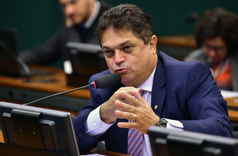 Parlamentar foi condenado a cinco anos e três meses por dispensa irregular de licitação