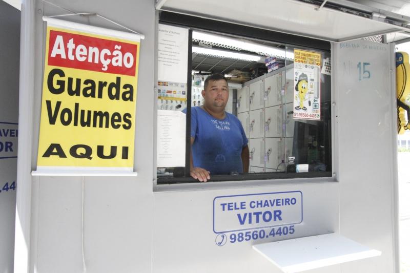 Antes de incluir o serviço de guarda-volumes, o chaveiro Paulo Vitor foi até São Paulo ver como funcionava