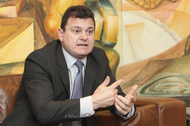 Oscar Ló confirma situação difícil até para pagar os funcionários
