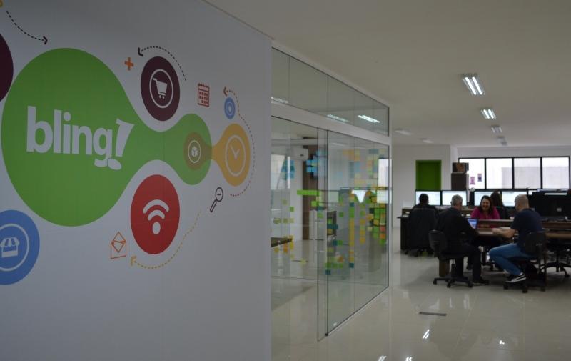 Bling é uma das empresas que dá suporte a quem quer oferecer mercadorias em marketplaces virtuais