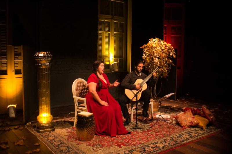 Cantora e músico apresentam recital O amor, a voz e o violão no StudioClio