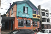 Sorveteria vira hostel na beira da praia em Torres