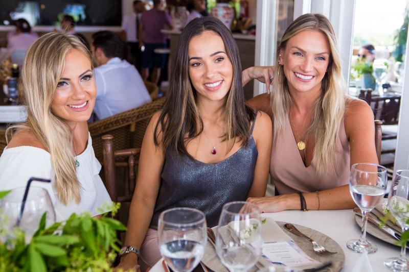 Camila Lemos, Maria Eduarda Cardoso e Marina Furlan curtindo o Cafe de la Musique Jurerê Internacional
