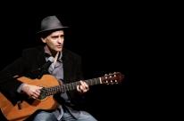 Leandro Bertolo toca no Espaço Cultural 512