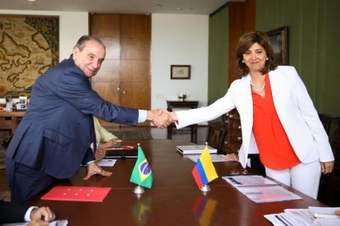 Aloysio e chanceler colombiana discutem crise nas fronteiras com a Venezuela