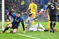 Tolói marca para o Atalanta, mas Dortmund busca empate e garante vaga às oitavas