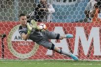 Grêmio recebe proposta de clube árabe por goleiro Marcelo Grohe