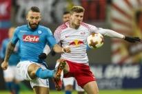RB Leipzig perde em casa para o Napoli, mas vai às oitavas da Liga Europa