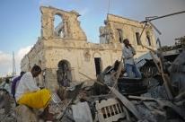 Sobe para 21 número de mortos em explosões de carros-bomba na Somália