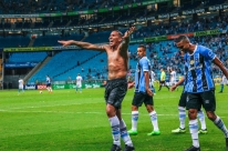 Grêmio bate Novo Hamburgo e respira no Gauchão