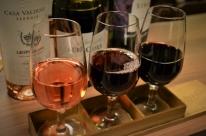 Bar aposta na venda de vinhos locais