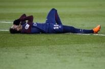 PSG não confirma cirurgia de Neymar; médico da CBF vai examinar jogador