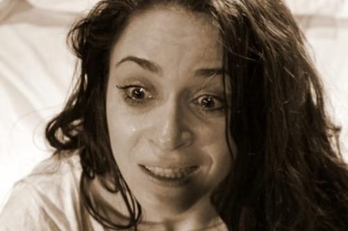 Em A noiva de cristal, mulher é internada em uma clínica psiquiátrica