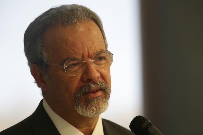 O ministro também condenou os confrontos entre militantes petistas e anti-lulistas