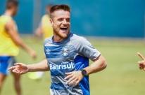 Luan não treina e desfalca o Grêmio no duelo contra o Juventude