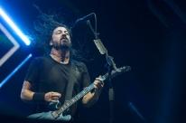Perfomance e vibração do vocalista da Foo Fighters se destacam em Porto Alegre