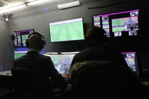 Mesmo com poucas consultas, futebol brasileiro entra na era do VAR