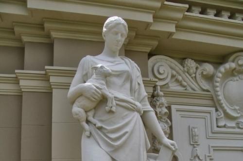 Estátuas como esta do prédio do Margs, de 1914,  ajudam a contar a história da Capital