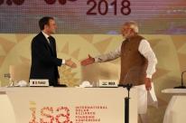 Macron e indianos lançam aliança para mobilizar US$ 1 trilhão para energia solar