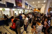 Usuários lotam posto para comprar passagem de ônibus antes do aumento em Porto Alegre