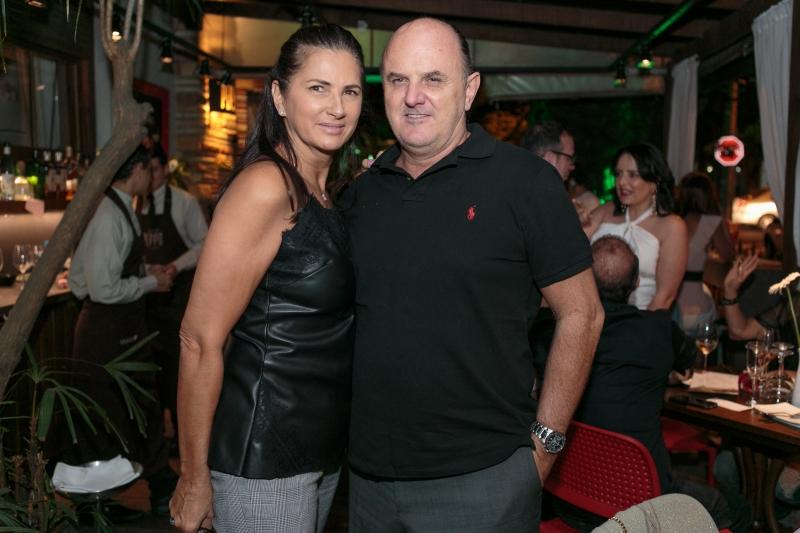 Magda Walper e Luiz Henrique Bugs no deque do Peppo Cucina
