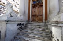 Porto Alegre gasta R$ 1,2 milhão para limpar pichações
