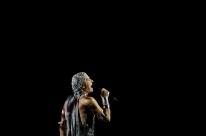 Na sétima década, grandes cantores brasileiros lidam com a ação do tempo em suas vozes