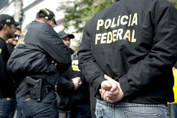 São ao todo dez mandados, e há ações em Brasília e em São Paulo
