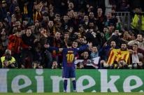 Com 2 gols de Messi, Barça elimina Chelsea e vai às quartas na Liga dos Campeões