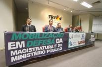 Juízes e procuradores defendem auxílio moradia e reposição salarial em Porto Alegre