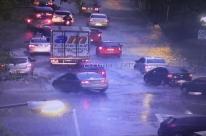 Chuva intensa causa transtornos na manhã desta quinta-feira em Porto Alegre