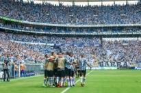 Grêmio atropela Internacional no derby 414 e fica perto da semifinal