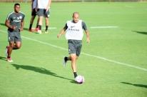 Atacante Roger, do Inter, encaminha acerto com o Corinthians
