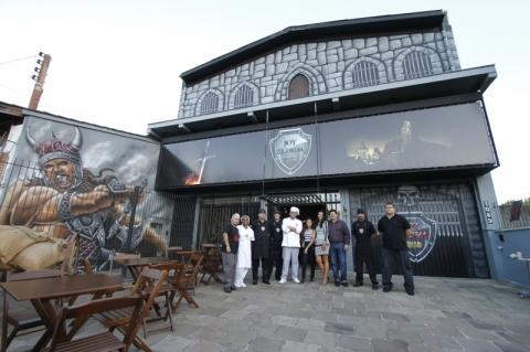Bar com temática medieval abre em Porto Alegre