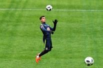 Tite muda seleção e confirma Thiago Silva e Douglas Costa no amistoso contra a Rússia