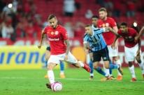 Inter vence por 2 a 0 Grenal 415, mas Grêmio fica com a vaga na semifinal do Gaúcho