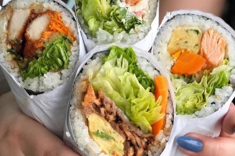 Japoneses abrem restaurante em Porto Alegre com um produto curioso: burrito sushi