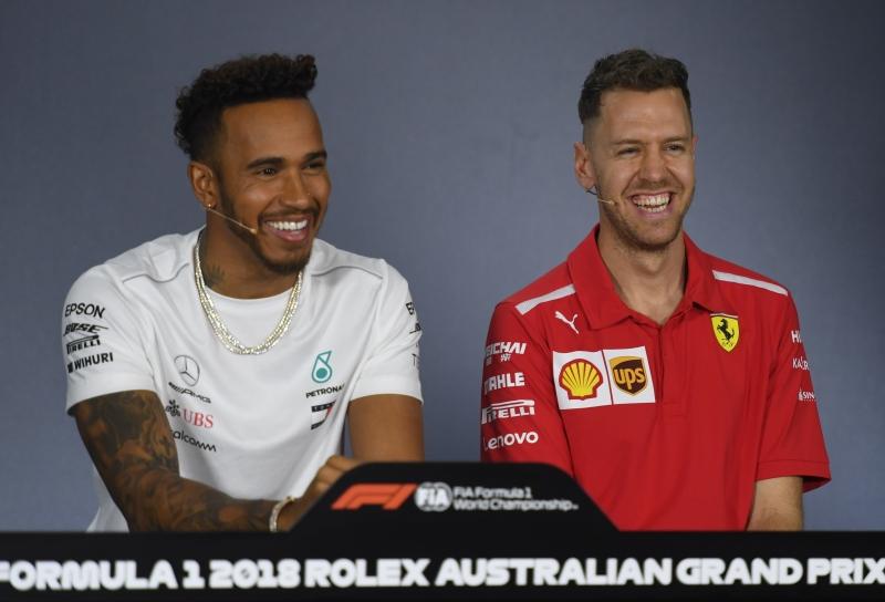 Lewis Hamilton e Sebastian Vettel durante a conferência de imprensa em Melbourne