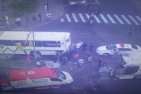 Acidente envolvendo dois ônibus deixa 30 feridos em Porto Alegre