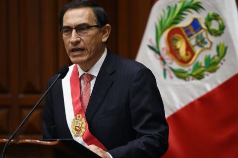 Congresso peruano amanhece fechado e cercado por militares