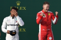 Com 'ajuda' do safety car, Vettel vence GP da Austrália