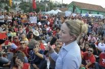 PT não vai arredar pé da candidatura de Lula, diz Gleisi