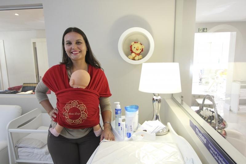 Michele Ferreira criou marca de slings, presta assessoria para famílias com bebês e ainda trabalha no Hospital Conceição, em Porto Alegre